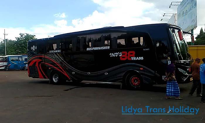 Sewa Bus Pariwisata Ind's 88