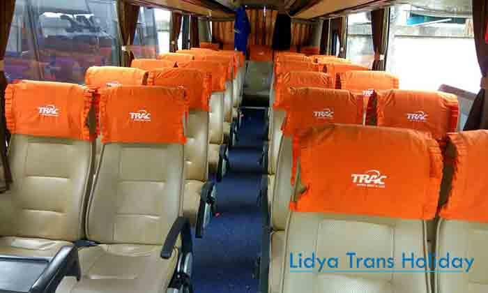 Interior bus pariwisata Trac Surabaya