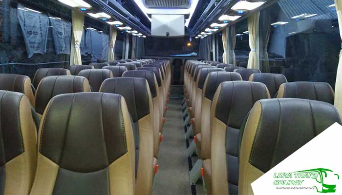 Interior Sewa Bus Pariwisata SandHoliday di Jakarta Murah