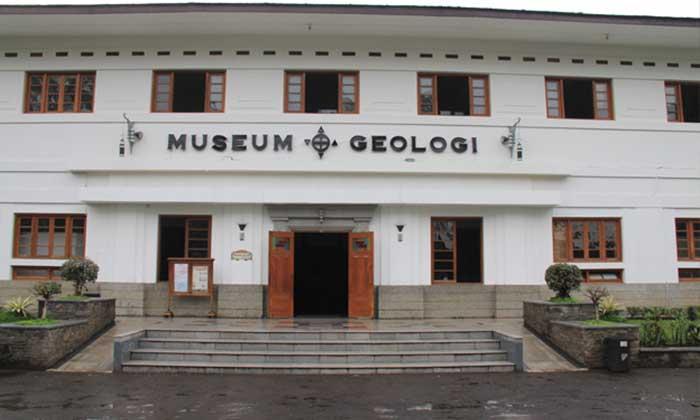 Wisata Museum Geologi Bandung