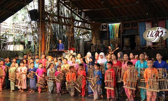 Wisata Saung Angklung Udjo